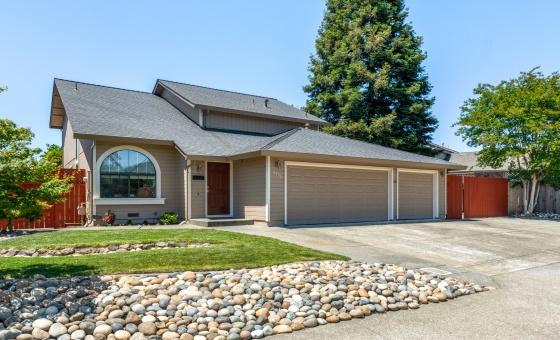 9495 Jessica Way, Windsor, CA 95492, 3 Bedrooms Bedrooms, ,2.5 BathroomsBathrooms,Home,Sold,9495 Jessica Way, Windsor, CA 95492,1039